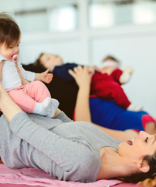 Barseltrening med flere mødre og barn